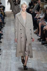 look 16 kors abrigo abalorios