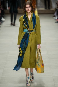 look 24 burberry abrigo largo