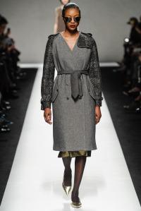look 9 maxmara abrigo gris