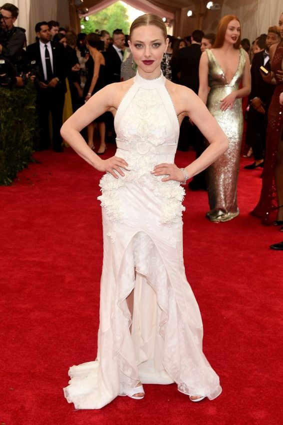 Amanda Seyfried in Givenchy Haute Couture blanco