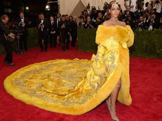 rihanna amarillo